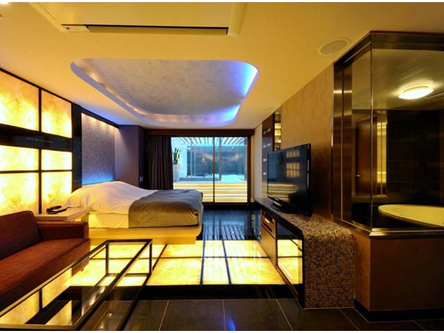 HOTEL GRAND CHARIOT(�z�e�� �O���� �V�����I)